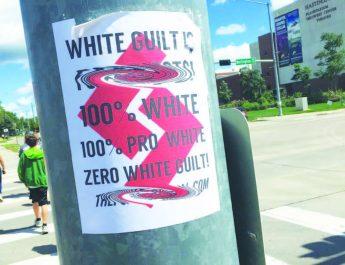 Poster ilegales de odio en Hastings